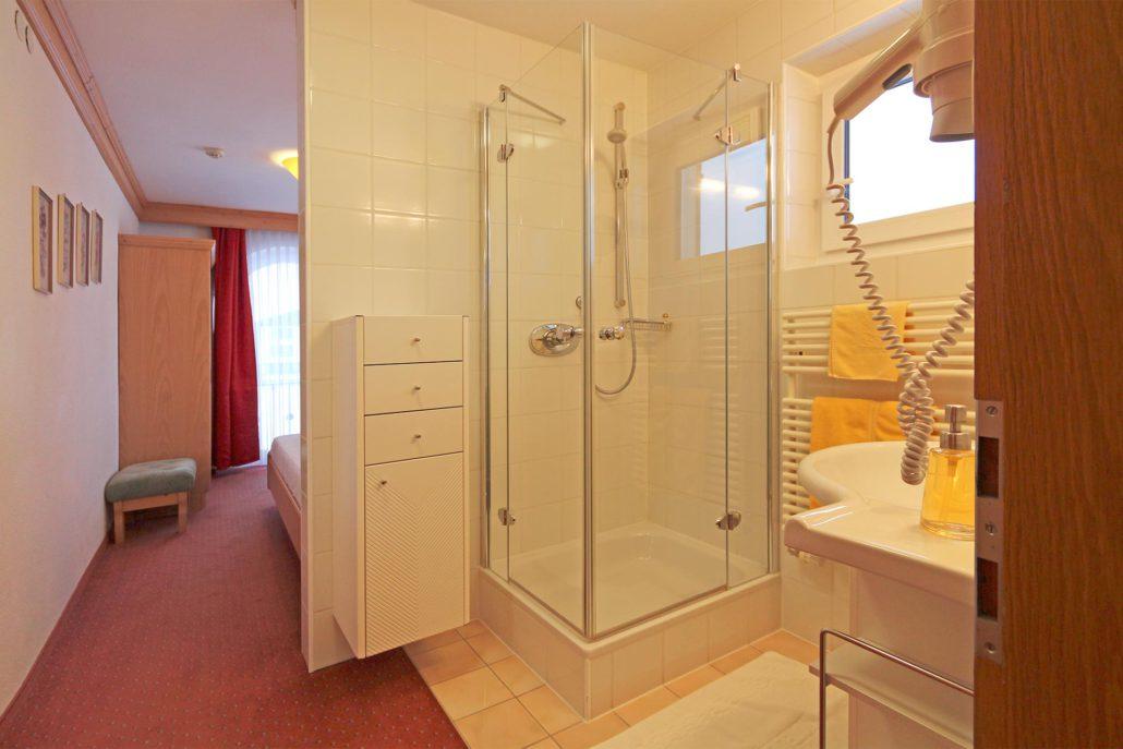 tolle Dusche / WC im Einzelzimmer