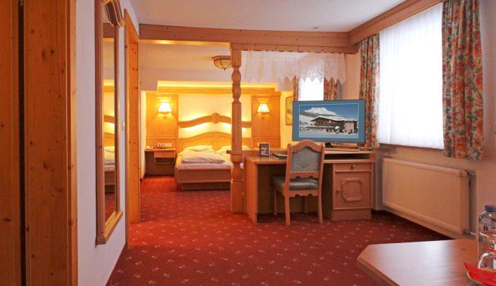 großzügige Zimmer im Lärchenhof in Lech